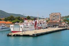 Färja Marmorica som kryssar omkring till ön av Elba, Italien Royaltyfria Foton