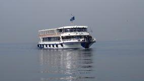 Färja med passagerare i det aegean havet, Izmir, Turkiet Arkivfoto