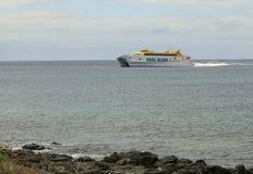 Färja mellan Lanzarote och Fuerteventure Fotografering för Bildbyråer