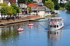 Färja på floden Dee, Chester Royaltyfri Bild