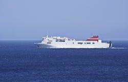 Färja på havet Fotografering för Bildbyråer