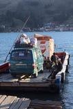 Färja på Tiquina på sjön Titicaca, Bolivia Arkivbild