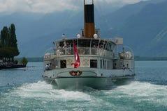Färja som avgår Montreux arkivfoto