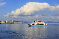 Färja till den Miyajima ön Royaltyfria Bilder