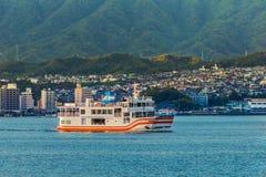 Färja till den Miyajima ön Royaltyfri Foto