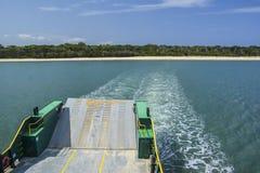 Färja till Fraser Island, Queensland, Australien royaltyfri fotografi