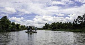 Färjakorsning Nilwala flod, Sri Lanka arkivfoto