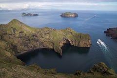 Färjan avgår Heimaey, Island Royaltyfria Foton