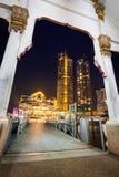 Färjapir från Wat Muang Khae till ICONSIAM-köpcentret arkivfoton