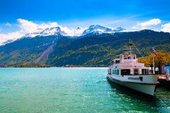 Färjaskepp i sjön Brienz Royaltyfri Fotografi