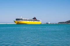Färjaskepp i Zakynthos port Arkivfoto
