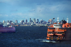 färjer den nya ön staten york Royaltyfri Bild