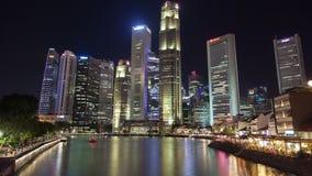 Färjor för kärna för den Singapore nattfloden trafikerar i stadens centrum timelapse lager videofilmer