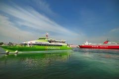 Färjor i Piraeus port Fotografering för Bildbyråer