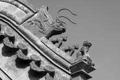 Fäskulptur i eavesna i ett tempel, Kina Arkivbild