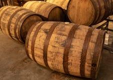 Fässer Bourbon-Whisky lizenzfreie stockbilder