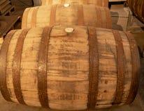 Fässer Bourbon-Whisky lizenzfreie stockfotografie