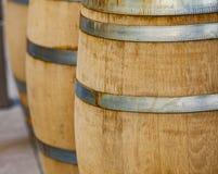 Fässer im Weinkeller Lizenzfreie Stockbilder