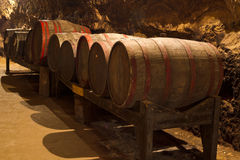 Fässer im Weinkeller Lizenzfreies Stockfoto