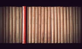 fästa för böcker som ihop isoleras över banatappningwhite Arkivbild