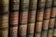 fästa för böcker som ihop isoleras över banatappningwhite Royaltyfri Fotografi