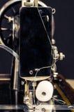 fästande ihop isolerad tappning för maskinbanasömnad Arkivfoto