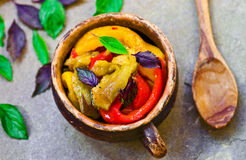 fästande ihop isolerade banakrukagrönsaker Fotografering för Bildbyråer