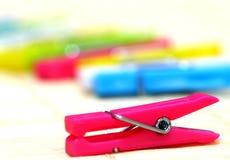 fäster färgglatt papper ihop Arkivfoton