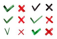 Fästing och kors för hand utdragen Indikering för kontrollfläckar för begrepp ja och inte Beståndsdelar för vektordiagram som iso royaltyfri illustrationer