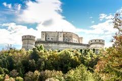 Fästning av San Leo Castle av Cagliostro royaltyfri fotografi