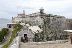 Fästning för El Morro med staden av havannacigarren i bakgrunden Arkivbilder