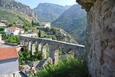 Fästning i den gamla staden av stången i Montenegro på en solig sommardag Royaltyfria Bilder