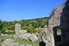 Fästning i den gamla staden av stången i Montenegro på en solig sommardag Mycket besökt ställe av turister Arkivbild