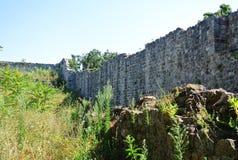 Fästning i den gamla staden av stången i Montenegro på en solig sommardag Mycket besökt ställe av turister Royaltyfri Foto