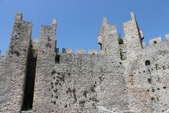 Fästning i Serbien nära kloster Manasija Arkivfoto