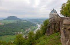 Fästning Konigstein Sikt till Elbe River från den Konigstein fästningen på Tyskland arkivbilder