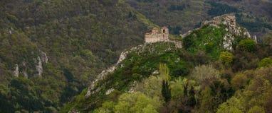 Fästningen för Asen ` s är en medeltida fästning i bulgaren Arkivfoto