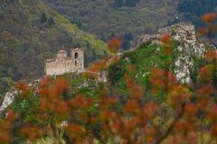 Fästningen för Asen ` s är en medeltida fästning i bulgaren Arkivbild
