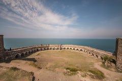 Fästningen fördärvar i Rumeli Feneri, Turkiet royaltyfria bilder
