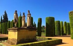 Fästningen zar de los Reyes Cristianos, Cordoba, Spanien - staty av för den kristen-, Alcà ¡en av Ferdinand, Isabella och Columbu arkivbilder