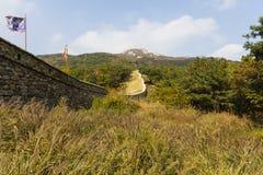 Fästningvägg på det Geunjeong berget Royaltyfria Bilder