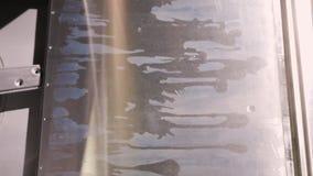 Få asken med rena exponeringsglas från en yrkesmässig diskare lager videofilmer