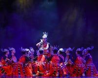 Få att gifta sig-Yi nationalitetröd-kines den nationella dansen Arkivbild