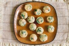 Få av hemlagade muffin med laxen, spenat och ost Royaltyfria Foton
