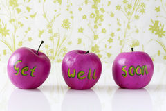 Få det väl snart kortet med handpainted äpplen Arkivbilder