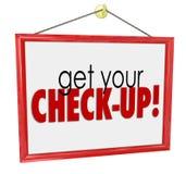 Få din utvärdering för examen för kontroll-Uppdoktor Office Sign Physical Arkivfoto