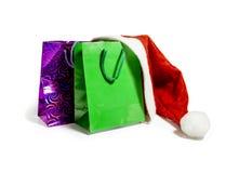Få färgade gåvapåsar och en hatt Santa Claus Royaltyfri Bild