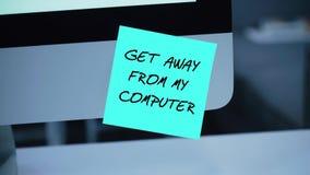 Få i väg från min dator Inskriften på klistermärken på bildskärmen stock illustrationer