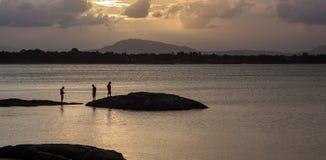 Få klart för solnedgång på Queensstranden, Bowen Arkivfoto