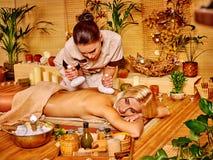 få massagekvinnan Royaltyfria Foton